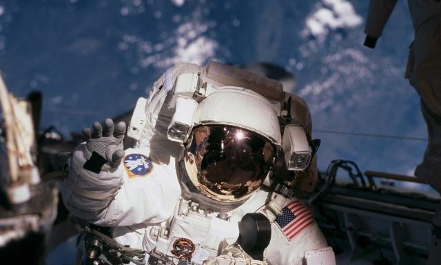 女航天员飞回地球后,还能不能生孩子?刘洋生子就证实了这一点