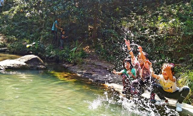 憋了这么久想好去哪里踏青亲子游了吗?广东中山小溪玩水