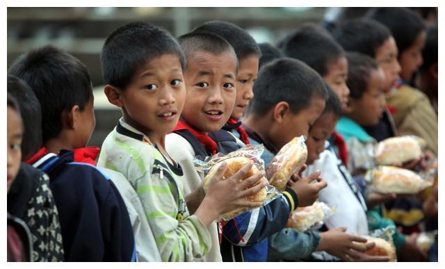 中国农村教育现状:救救农村孩子