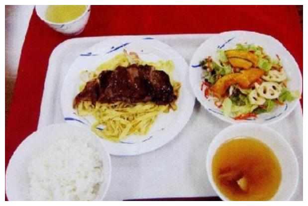 吃货们实拍世界各国部队伙食餐:韩国的吃不饱,印度不想吃想吐!