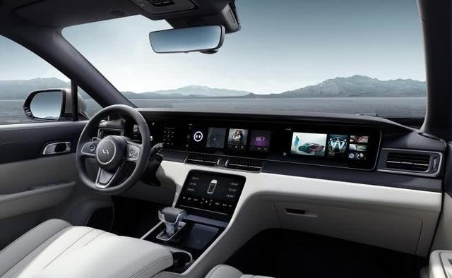 新能源汽车新军,豪华堪比奔驰,比特斯拉还酷炫,开出去倍有面子
