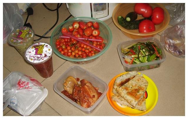 穷学生的一日三餐,穷的心酸也幸福!