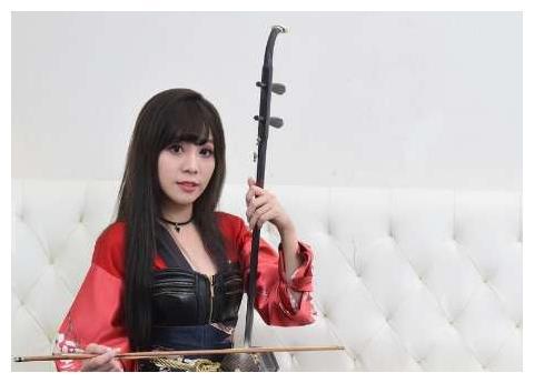 台湾乐团女队长美得不像话,传统中带着时尚,网民:这才是真美!