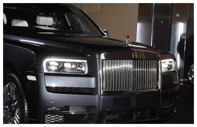 """顶尖的""""移动宫殿"""",车标比保时捷更高档,拼豪华、揽胜难以招架"""
