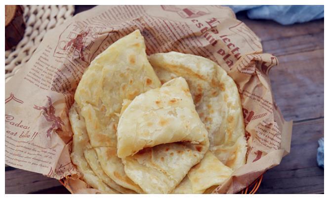 做烙饼,只要学会这技巧,饼就分层鼓泡,香软有嚼劲,越嚼越好吃