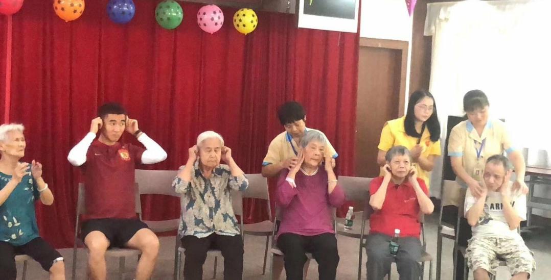 广州恒大球员韦世豪参加公益活动,号召大家关注阿尔茨海默老人