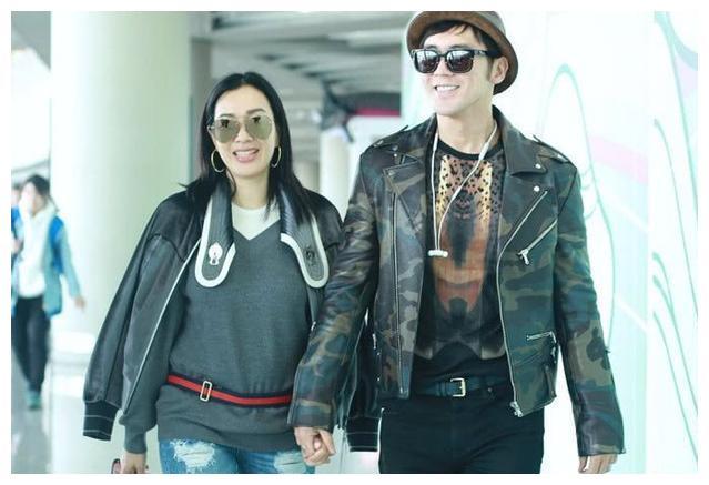 钟丽缇张伦硕现身机场,网友喊话你们能不能低调点