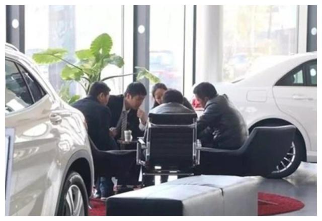 4S店员强制你买车险?老司机:不用担心,1句话让他们无话可说!