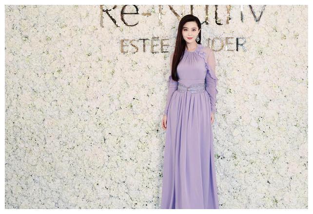 范冰冰穿淡紫色长裙捞金秀香肩 仙气飘飘