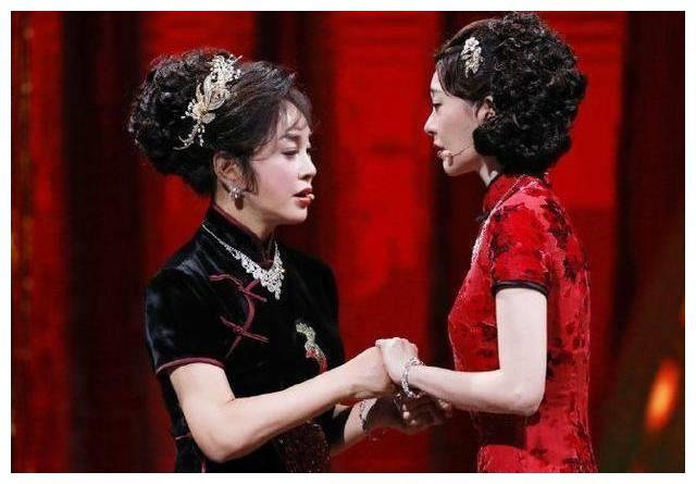 67岁刘晓庆真会穿,亮色外套叠穿黑棉袄,时髦减龄不失保暖