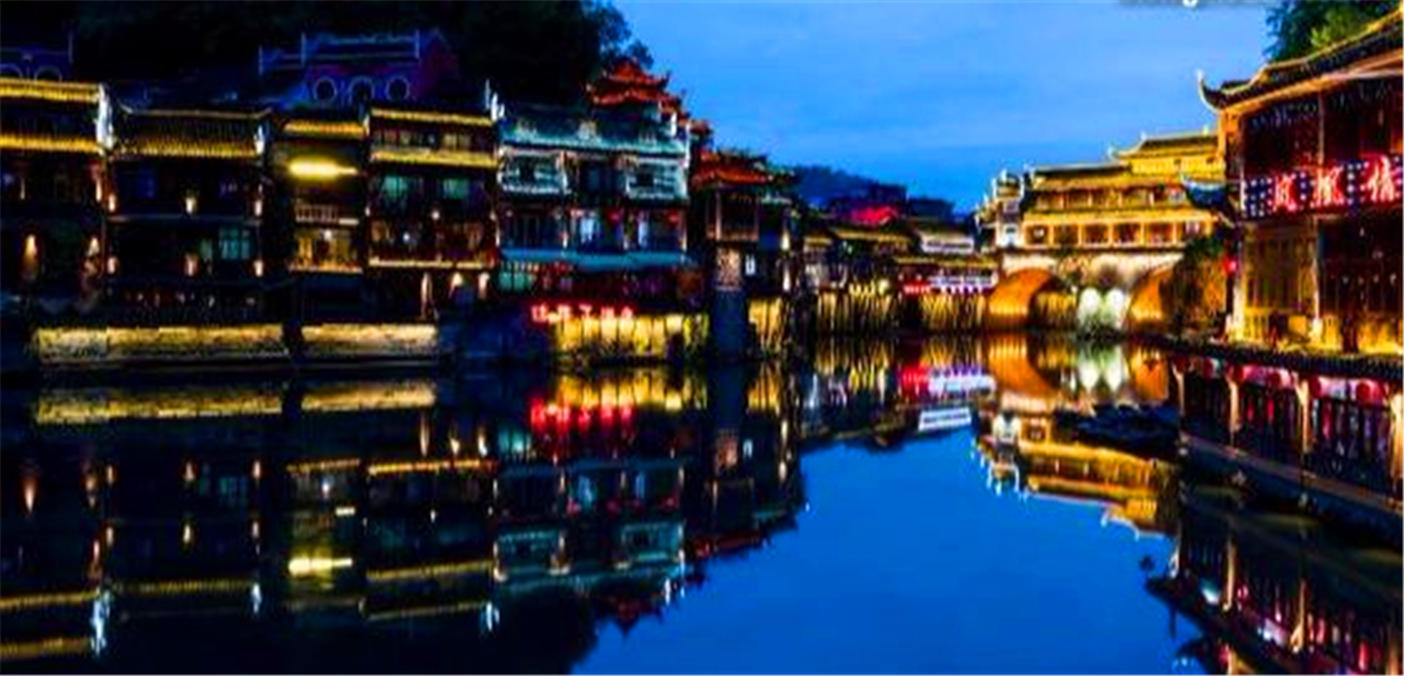 湖南旅游必去景点,凤凰古城是国内著名的古镇之一