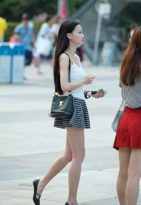 街拍:自信的穿着才能紧随时尚的潮流,图3美女也太自信了吧!