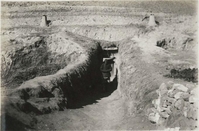 1930年代内蒙古乌兰察布,山区老百姓不住蒙古包住窑洞