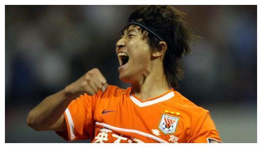中国足坛七大现役常青树:杜威、汪嵩上榜,排名第一的不是郑智