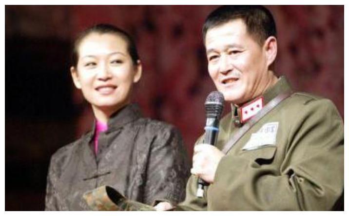 赵本山的老婆,郭德纲的老婆,冯巩的老婆,网友:差别一目了然
