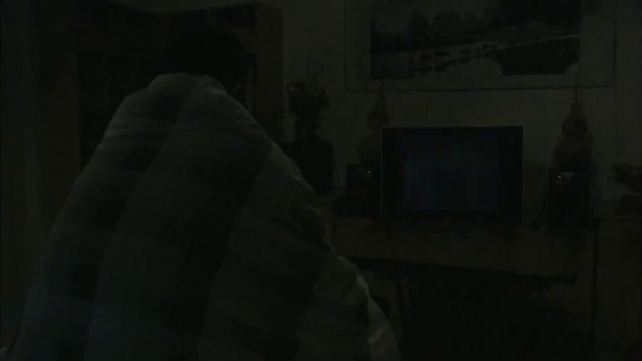 男子看电视冒出灵感,自制红毯浪漫求婚,女子感动落泪答应!