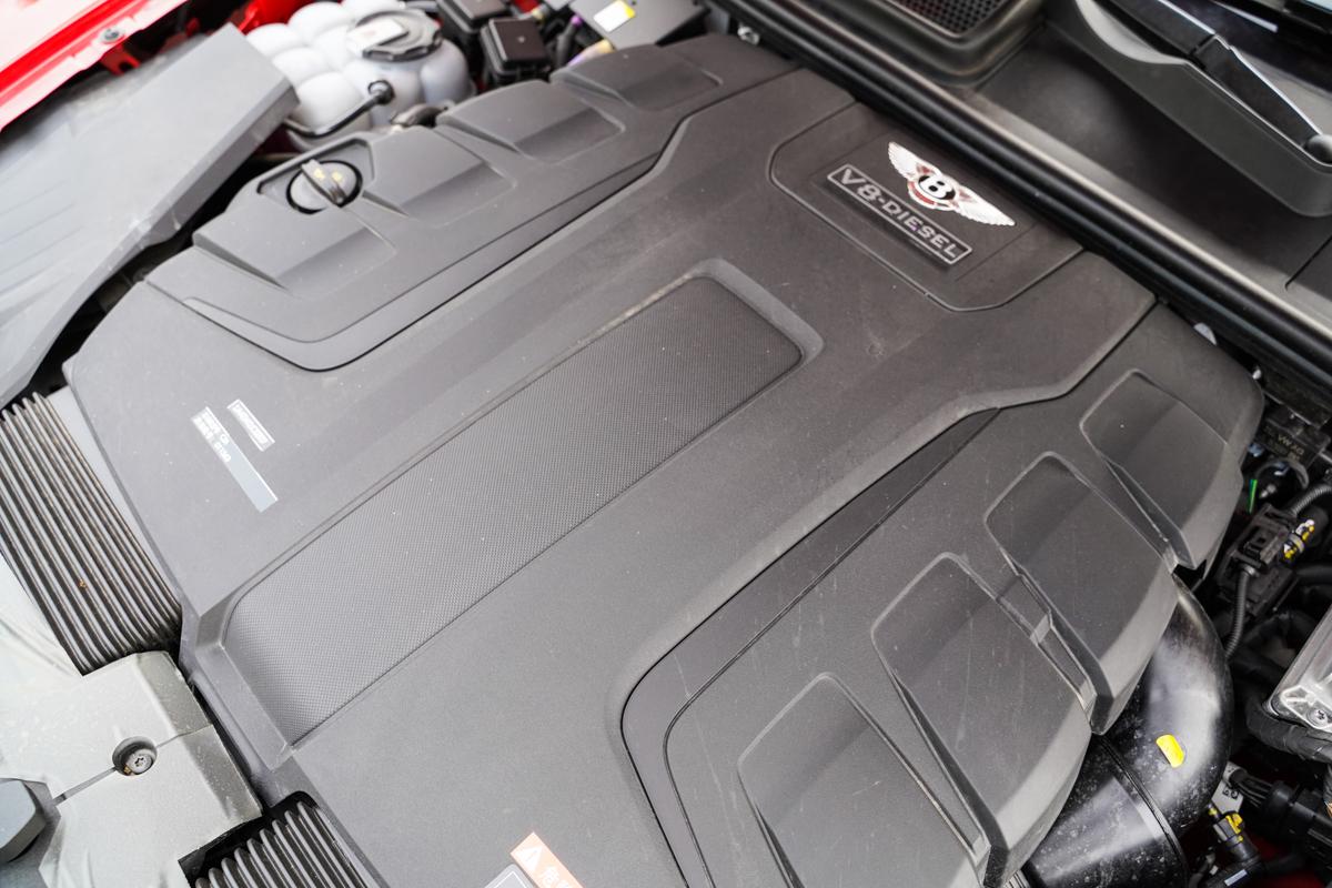 平行进口车实拍|英伦风旗舰豪华SUV,柴油版宾利添越了解一下?