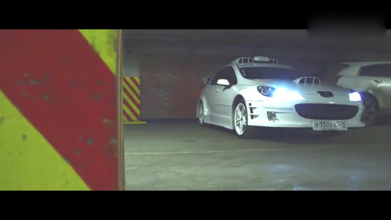 视频:国外车库实拍老外按照电影的士速递4中的出租车改装的标致407