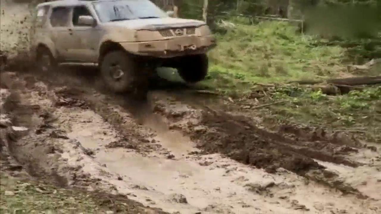 视频:这就是差距!日产帕拉丁过泥坑,三菱怎么比?