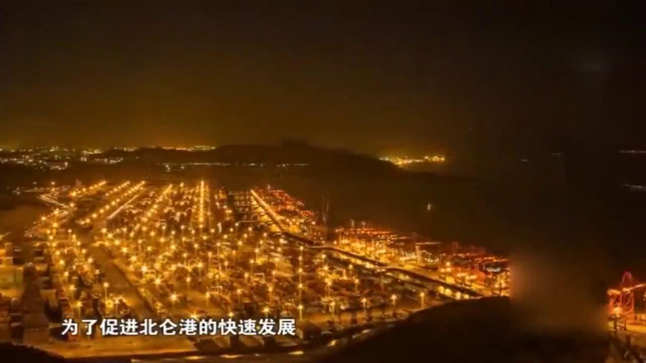 在包玉刚的努力下,宁波北仑港已经成为世界吞吐量第一大港
