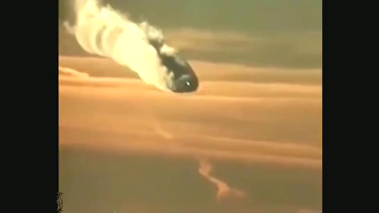 某网友曝光一段疑似外星战舰坠毁画面
