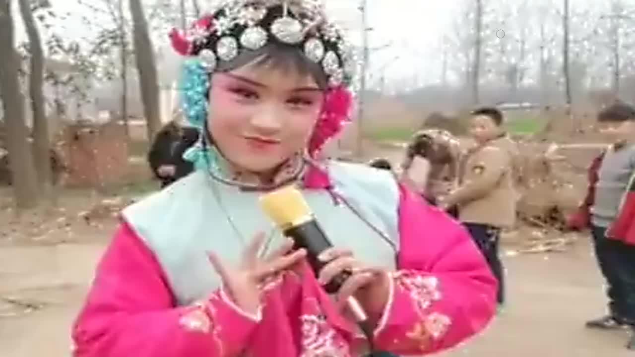 美女戏妆唱马金凤老师的花打朝河南小姑娘唱戏好听好看