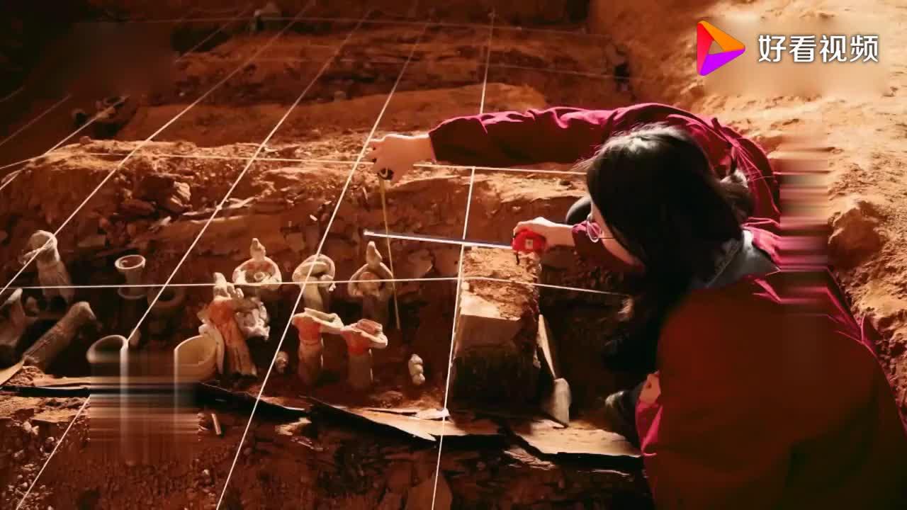 邙山刘润墓葬墓内木棺已糟朽和织物交织一起