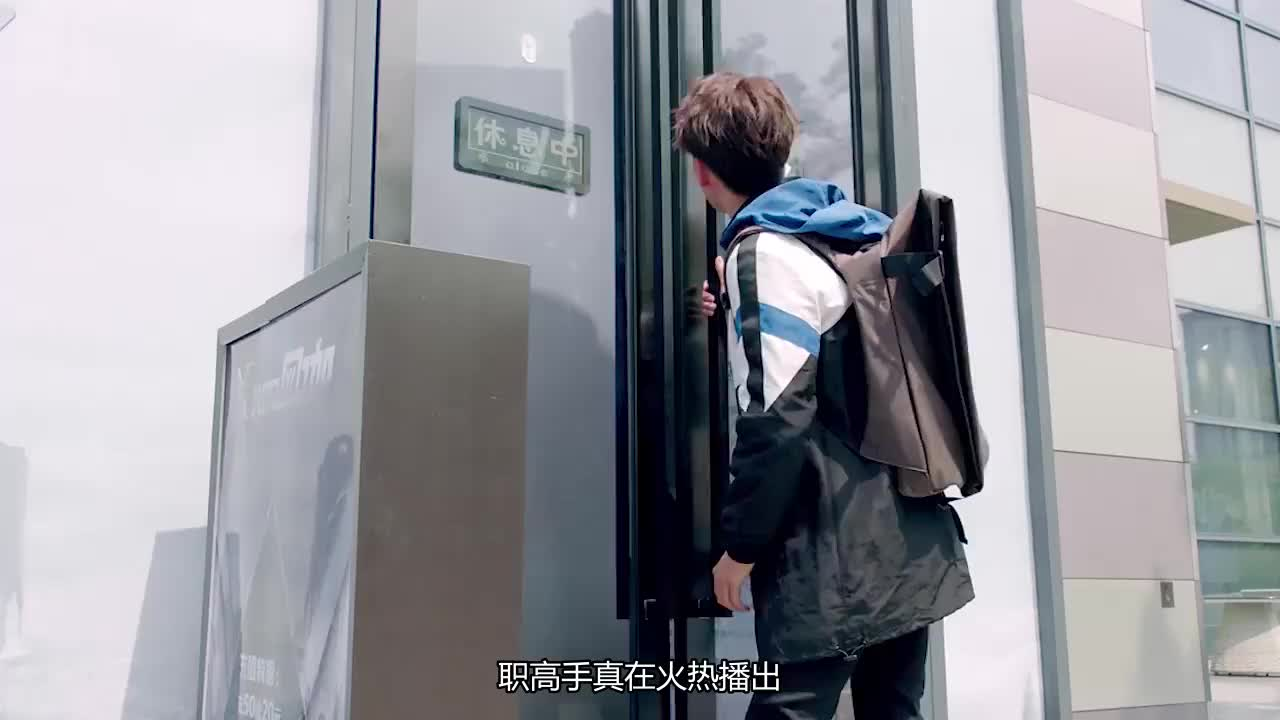 全职高手:兴欣决赛夺冠,叶修高举奖杯表白苏沐澄,燃爆全场!