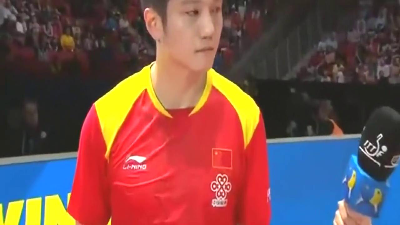 瑞典世乒赛国乒全能战士樊振东轻取德国削球手,看小胖赛后采访