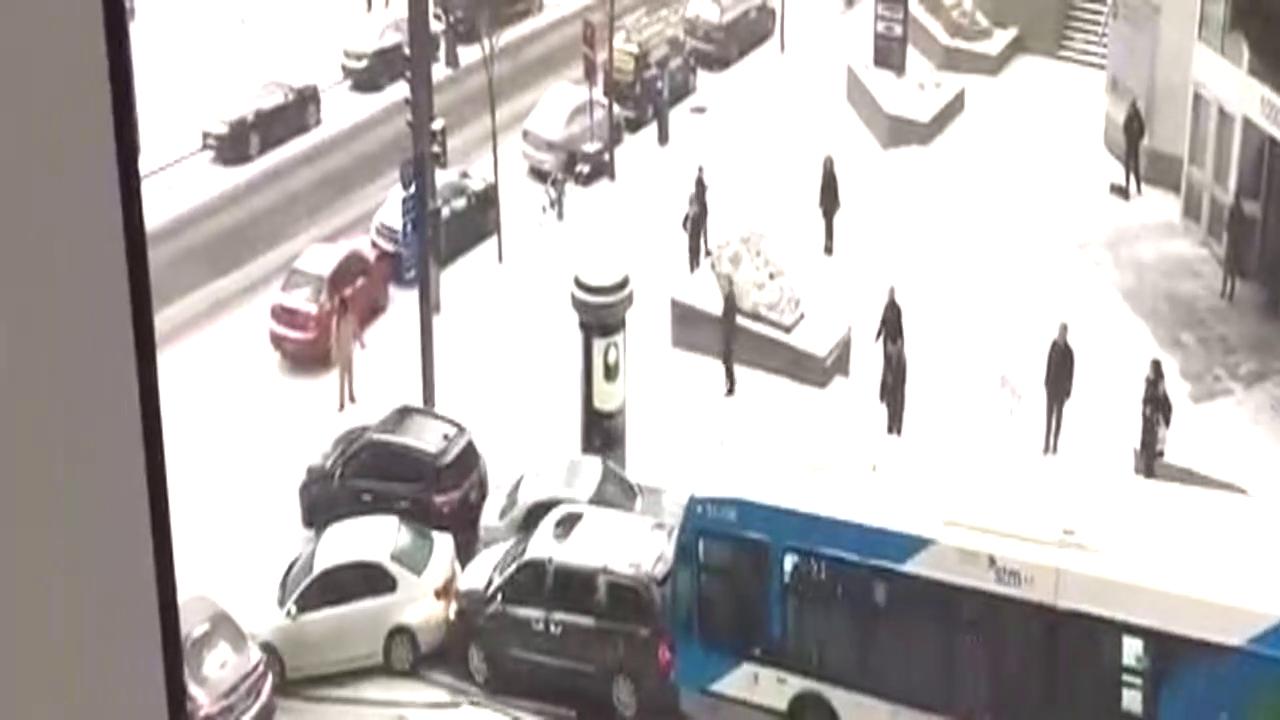 当路面结冰汽车傻缺悲剧集锦