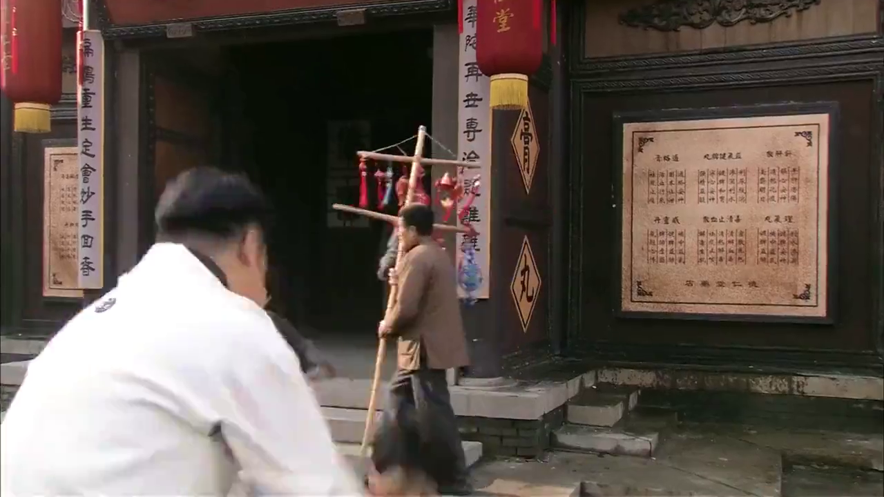 日本人猖狂教训中国乞丐,还辱骂支那猪,不料被小伙当场拿下!