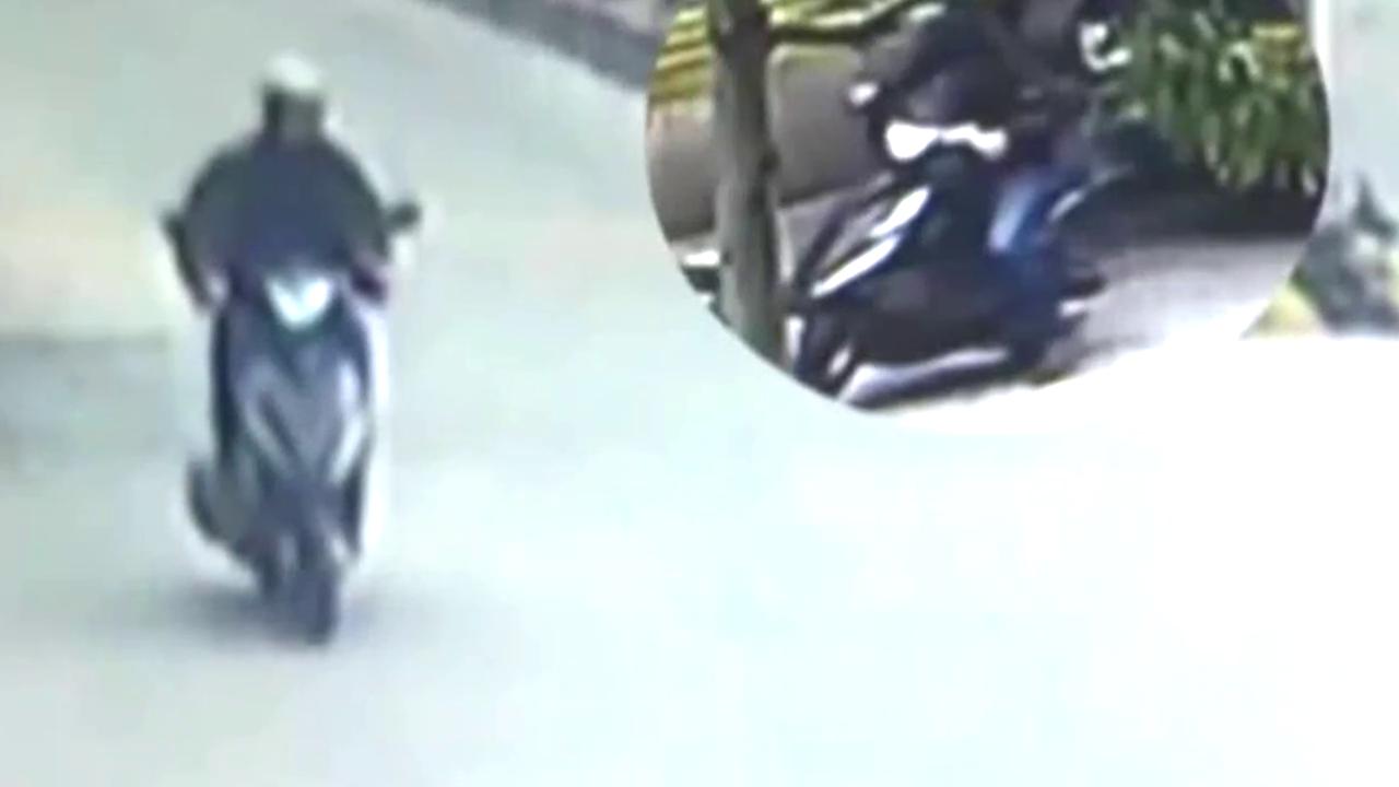 司机使出必杀技,腾空飞踢把摩托车小偷成功擒拿