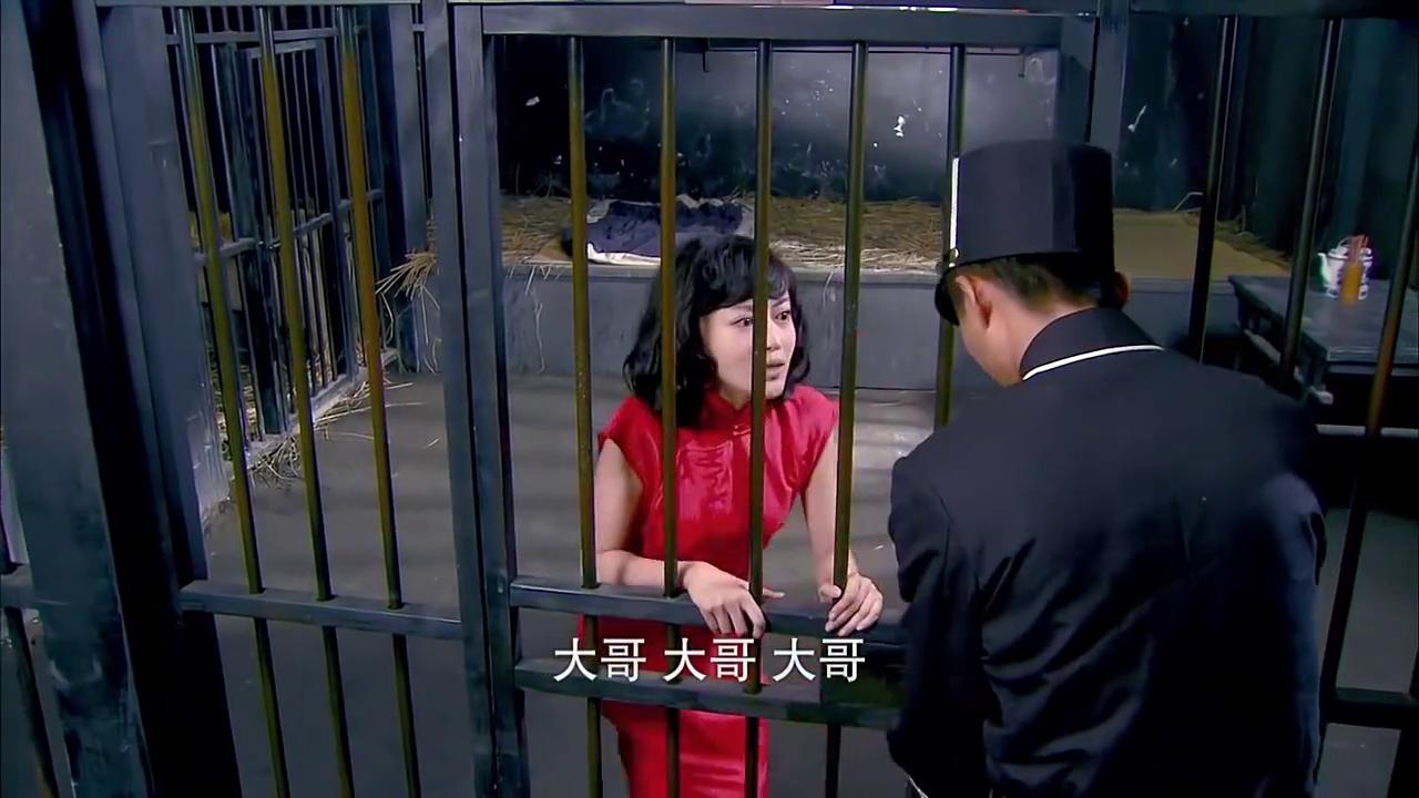 黎绍峰到牢房探望小白鸽,却发现她也有哮喘病,这跟青萍太像了