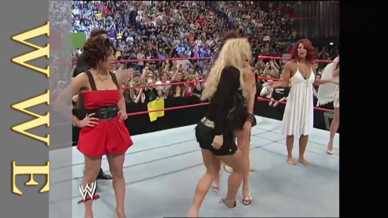 WWE贝基不满白姐是选美冠军,竟冲上去一顿猛砸,嫉妒心作祟啊