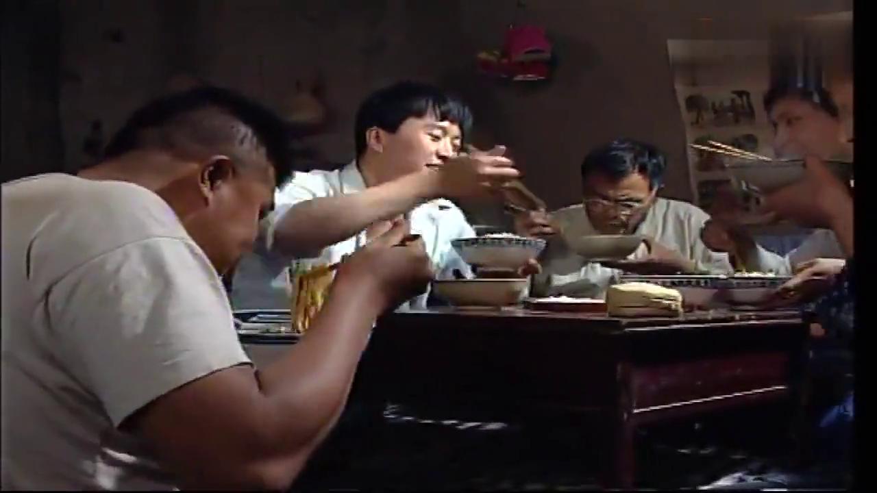 傻哥这饭量,他那个大碗能盛下别人一家的饭了吧