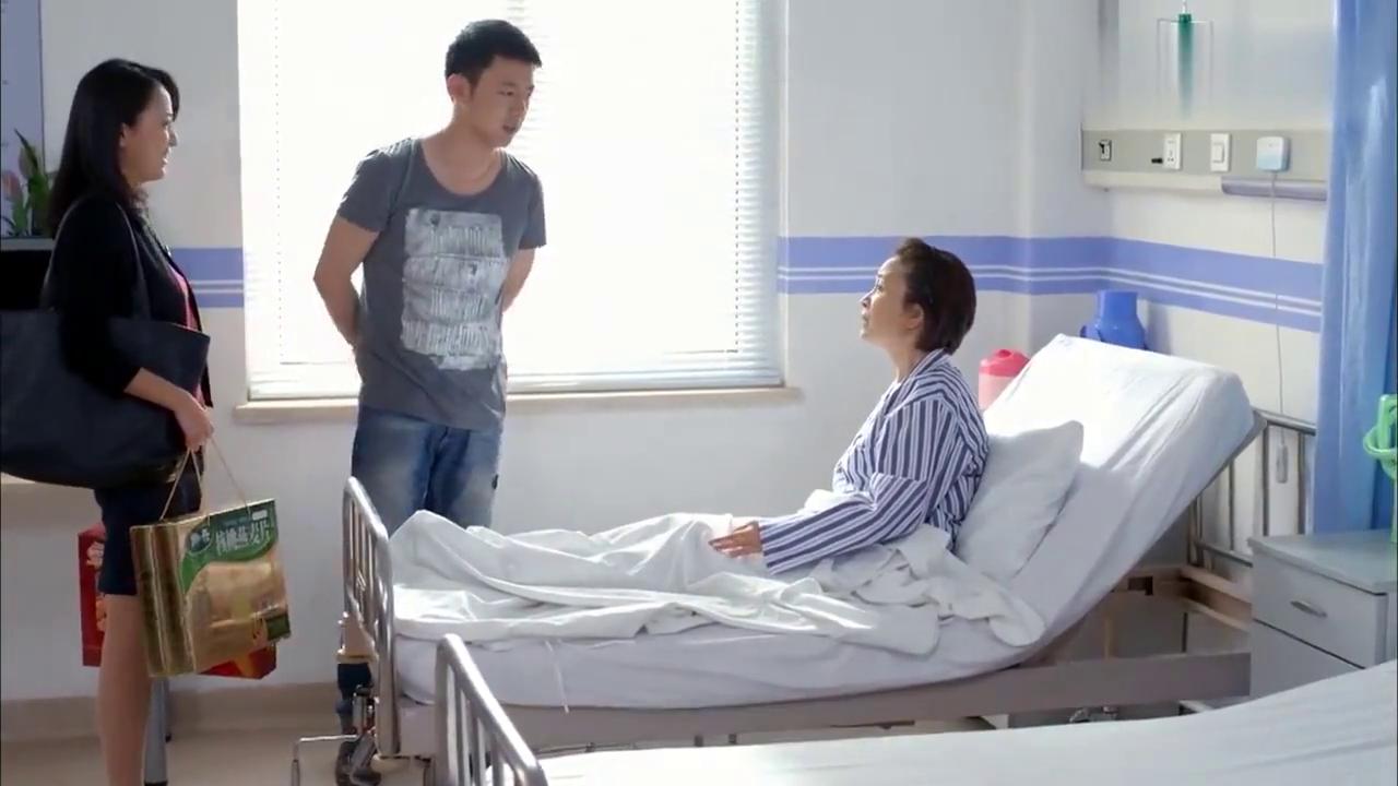 婆婆生病住院,儿媳挺着大肚子就来了,不料却看到这样一幕!