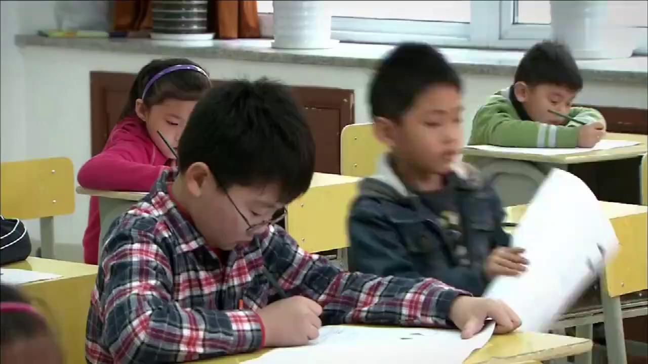 孩奴:学生写到最后一个被老师催着交卷,一看傻眼了,竟交大白卷