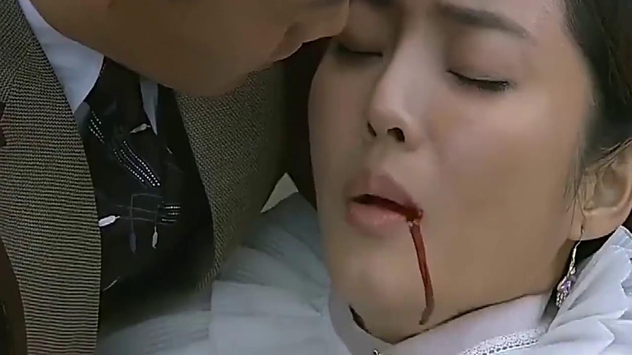 女孩重伤却不让男子救他,反而让男子打开她的肚子,泪崩了