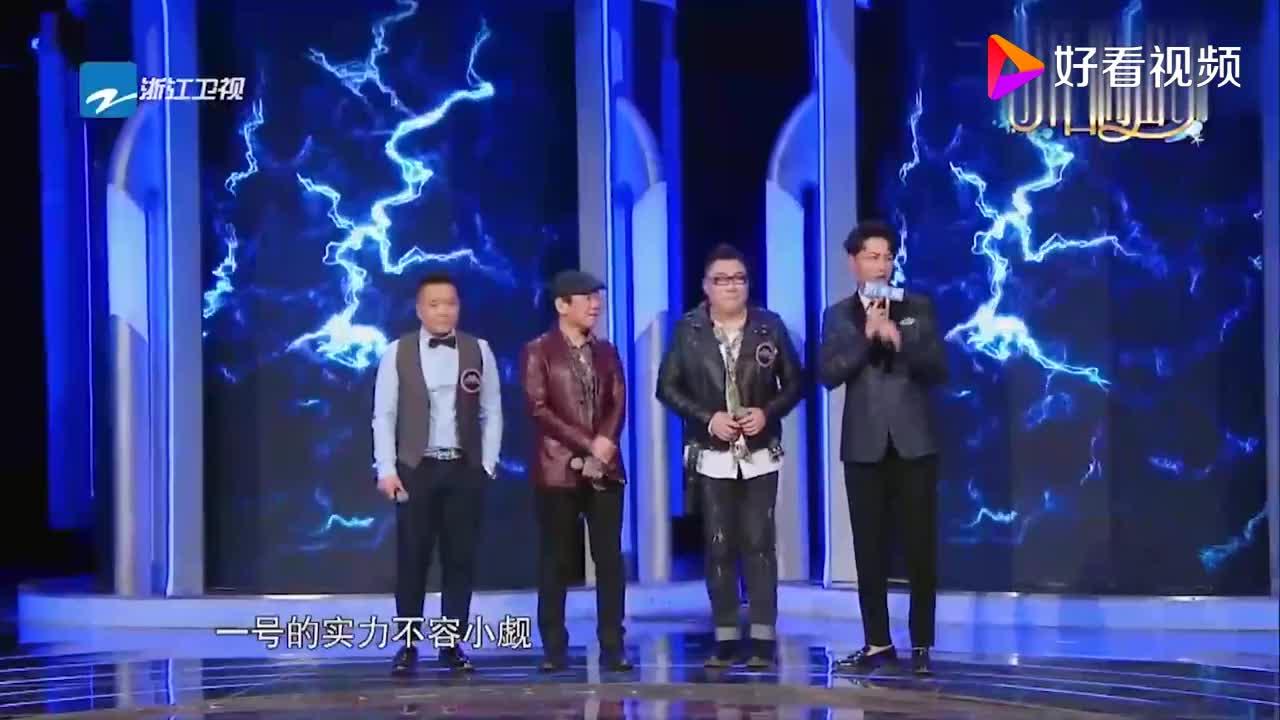男子台上模仿张宇赵传的声音实在太像了真是太厉害