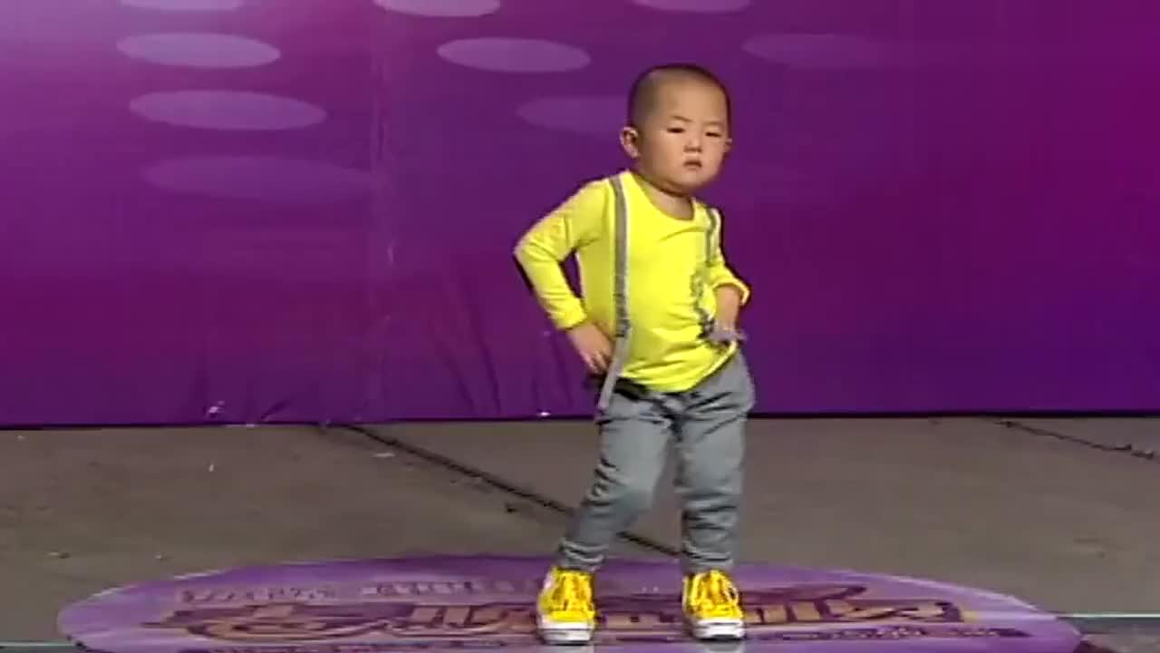 姜桂成抱着3岁萌娃张俊豪一首踏浪火遍大江南北太可爱了