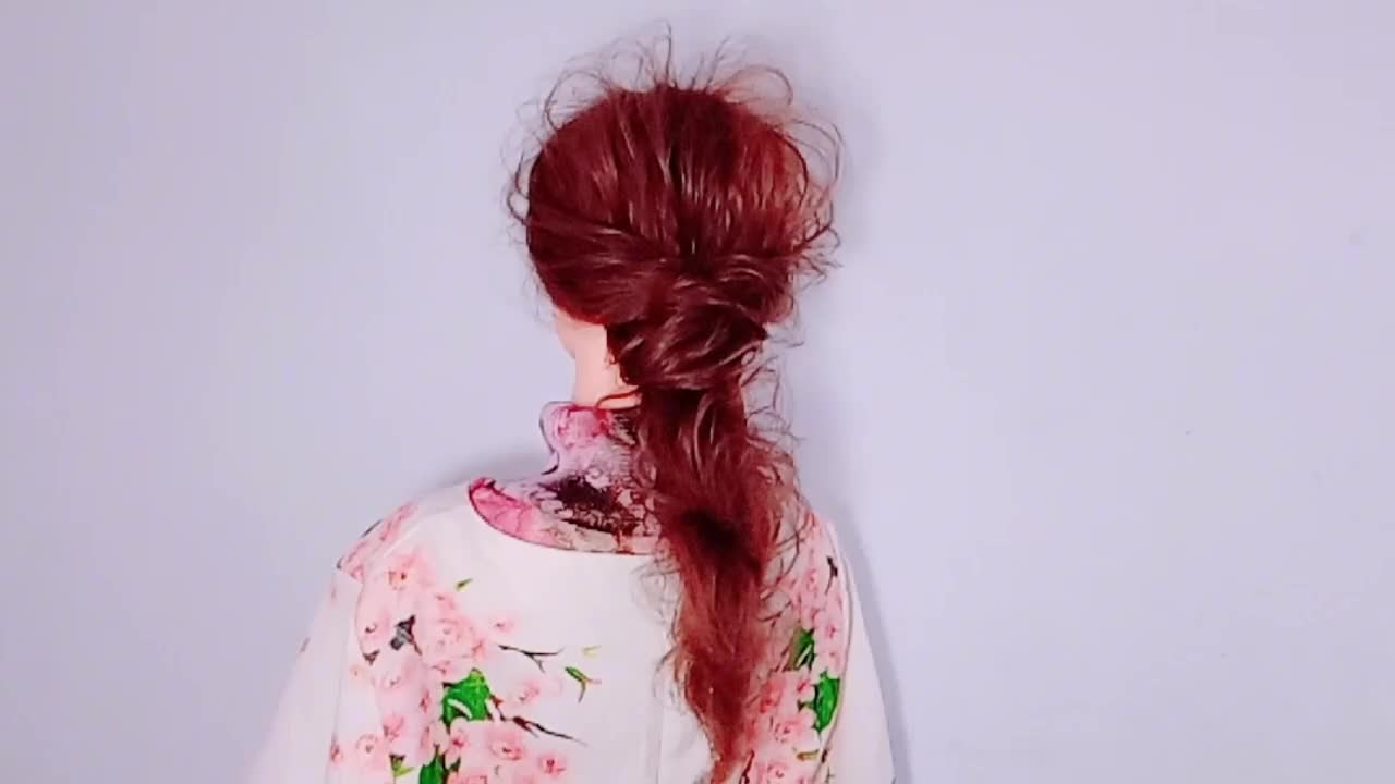 适合准新娘的一款高贵有气质的发型,无论什么脸型,扎上都很漂亮