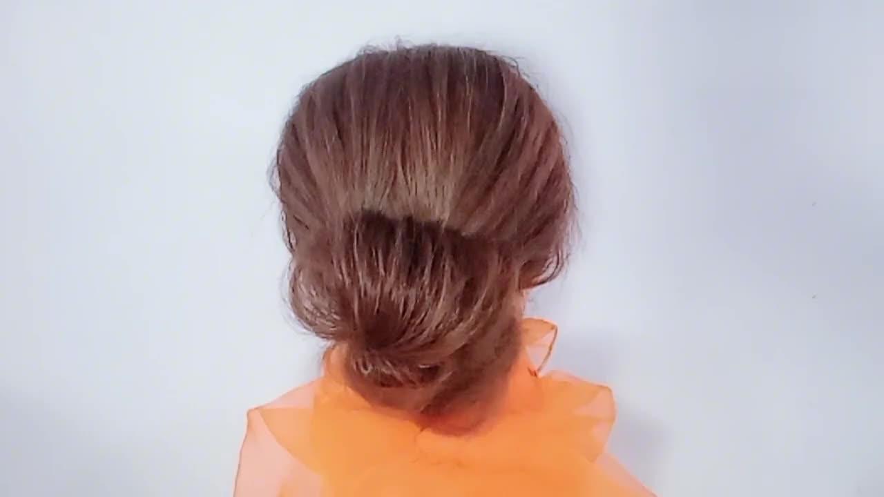 一款清爽漂亮的森糸发型,适合年轻妈妈这样扎简约又实用