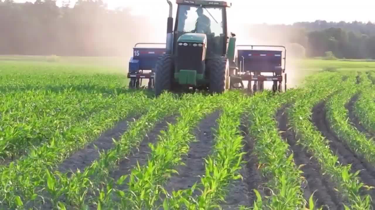 外国牛人发明龙卷风松土器不费油不费电一天松土3亩地