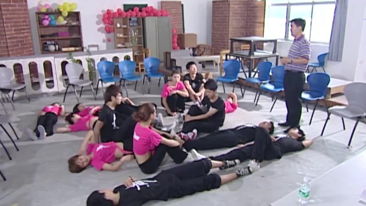 老师布置作业同学热情过度女孩主动活跃气氛竟被提拔当班干部