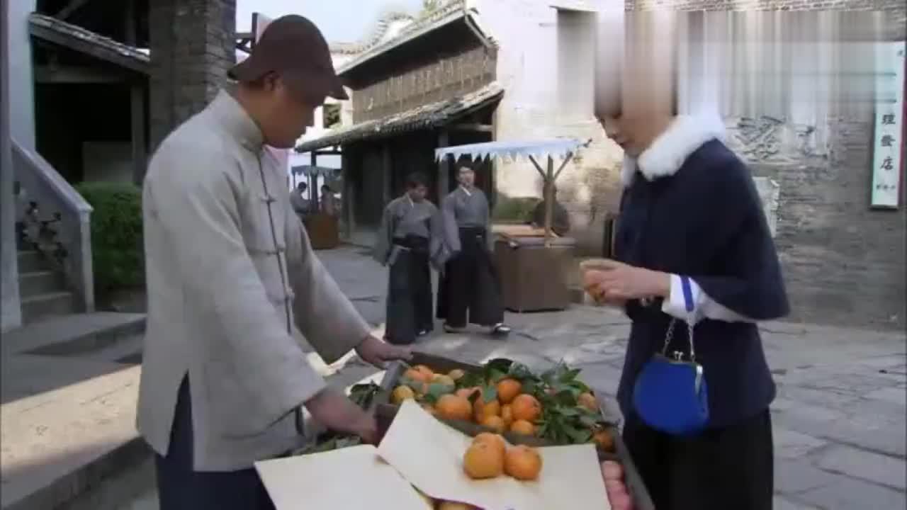 浪人买水果占便宜,欺负小姑娘,高手路过愤怒打残日本浪人求饶