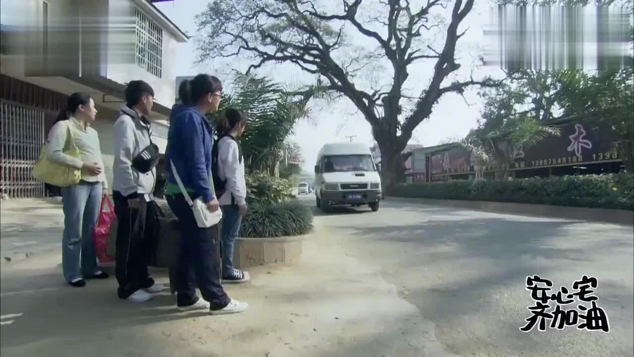生村姑沿街卖调料,一包100块,警察发现调料全是毒品!