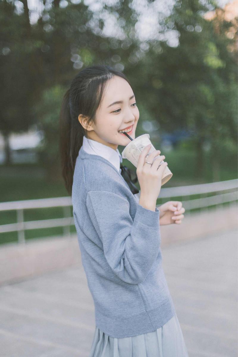 超漂亮的白学生迷你美女美女衬衣,百看不厌不图片舒服短裙图片
