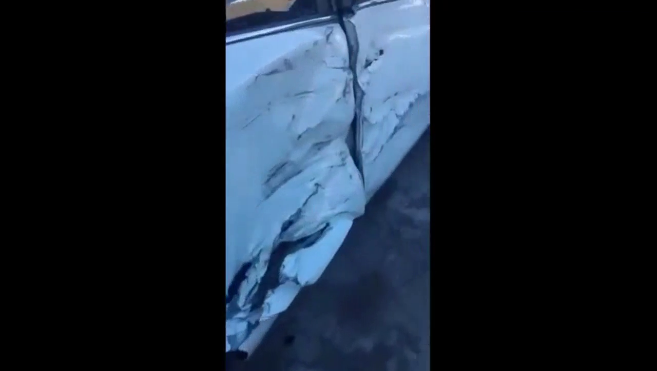 视频:新买的起亚K2,这车身翘起的铁皮是几个意思?