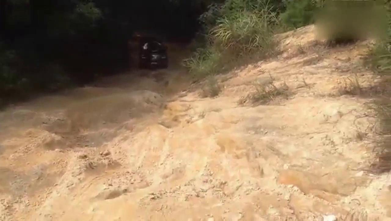 视频:韩系悍将!起亚霸锐高难路况爬坡