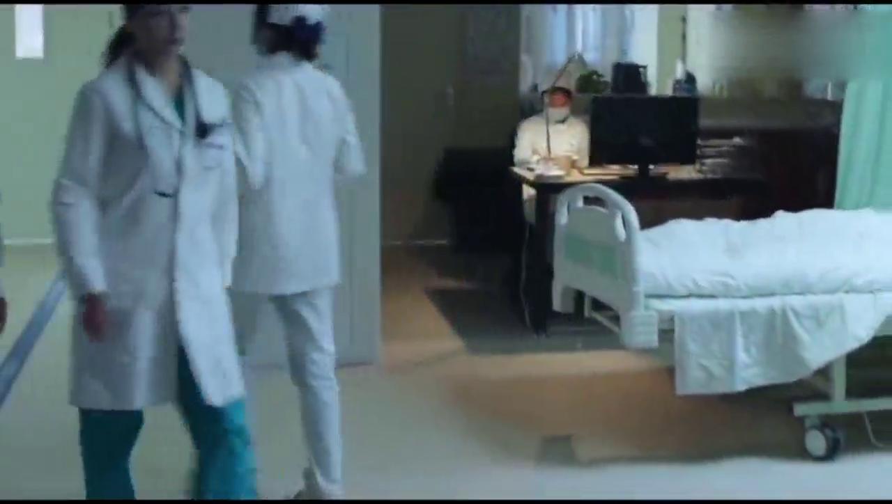 急诊科医生:有位病人得了很奇怪的病,医生叫做吸血病